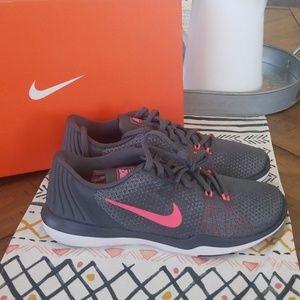 🆕️ Womens Nike  Flex Supreme Tr5